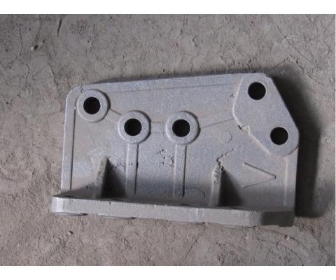 Кронштейн подвески левый КДП-221 (отливка)
